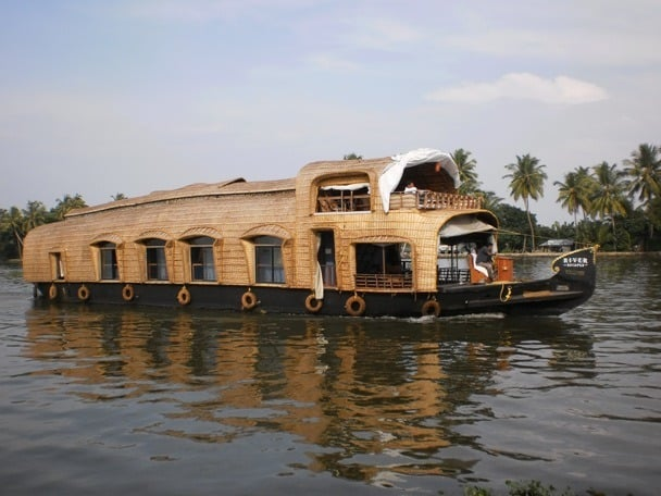 Kettuvallom or Houseboat Cruise