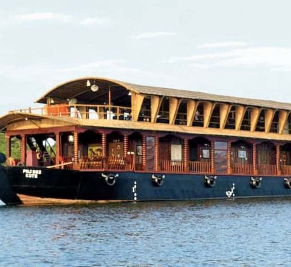 Houseboat Cruise Through Kerala Backwaters – My Experience!