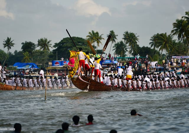 Cheer for Nehru Trophy Boat race