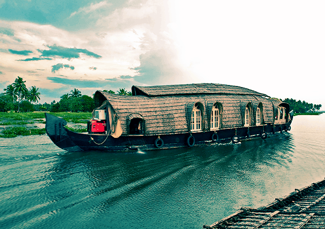 Aqua Tourism Houseboat
