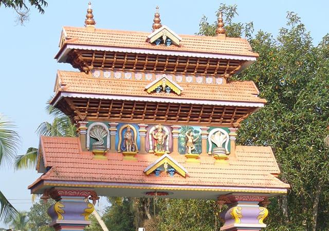 Pathiyoor-gopuram-Mavelikkara
