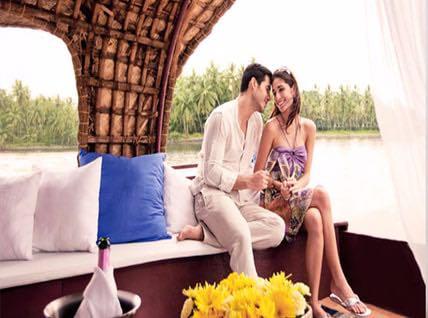 Kerala Honeymoon in Alleppey Houseboat